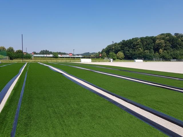 U toku su radovi na postavljanju umjetne podloge na pomoćnom terenu stadiona Banja Ilidža